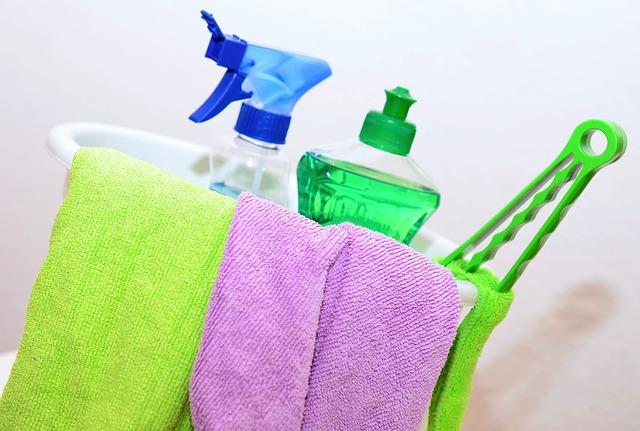 čistící prostředky a hadry