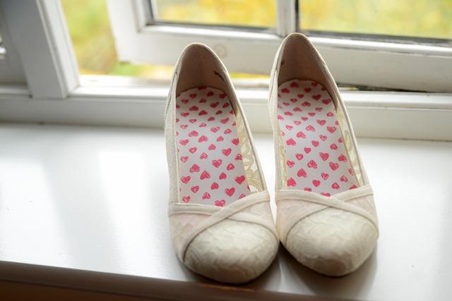 dámská obuv na parapetu.jpg