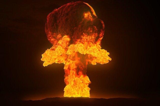 výbuch bomby, plamen